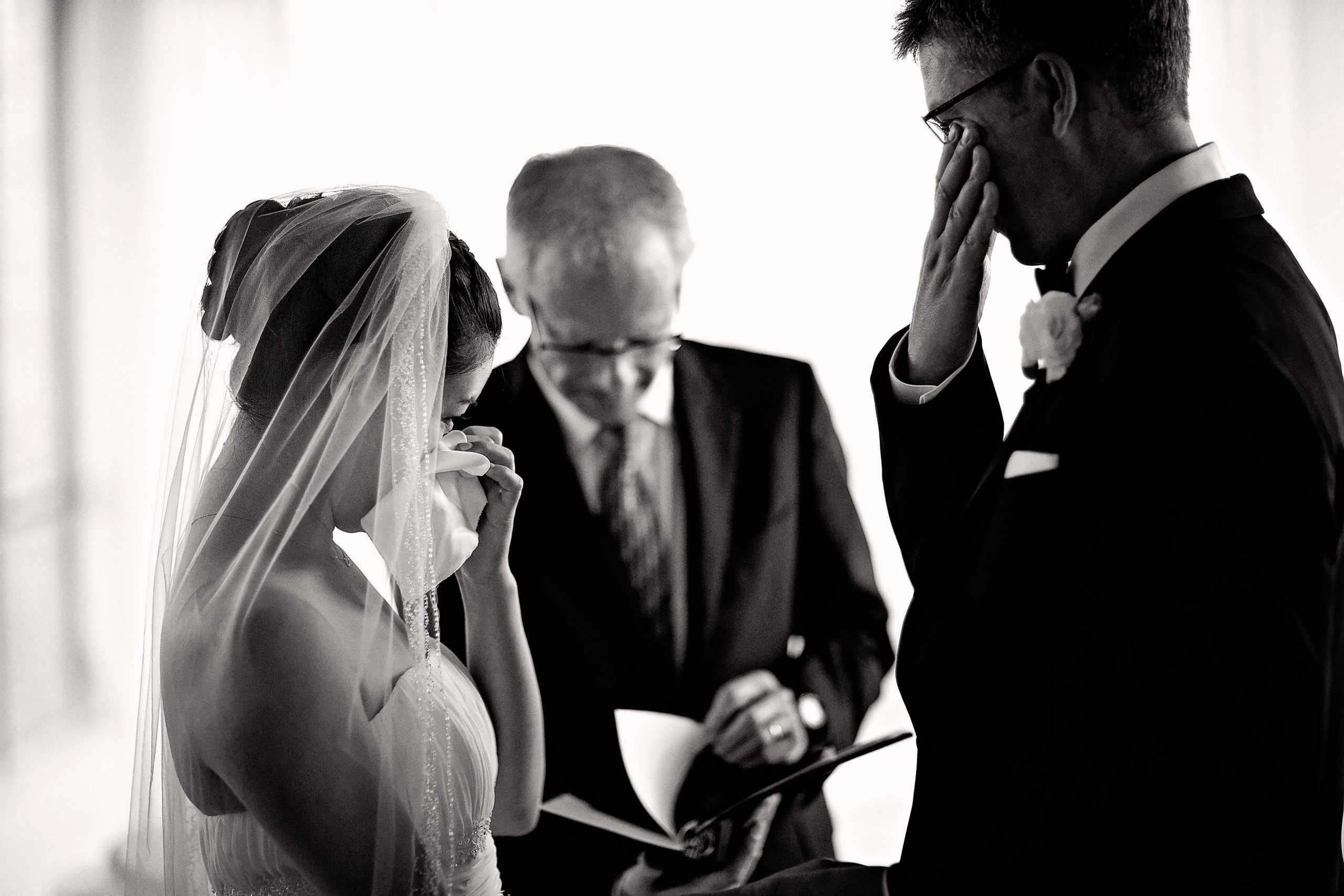 What is Candid Wedding Photography